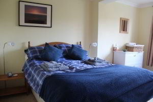 The Spinney Holiday Cottage - Master Bedroom